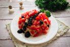 Салат Божья коровка с помидорами