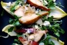 Салат с жареными грушами и луком