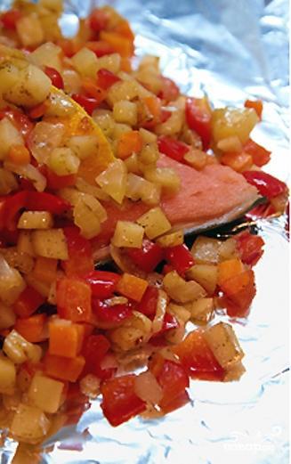 Рыба с овощами, запеченная в фольге