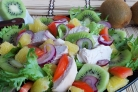 Салат с курицей и киви