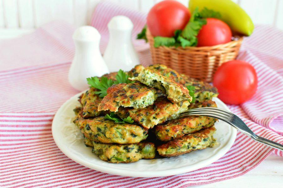 Куриные лепешки с овощами и сыром