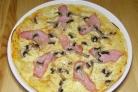 Пицца с ветчиной и шампиньонами
