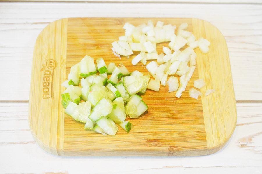 Крабовый салат с жареным перцем и авокадо