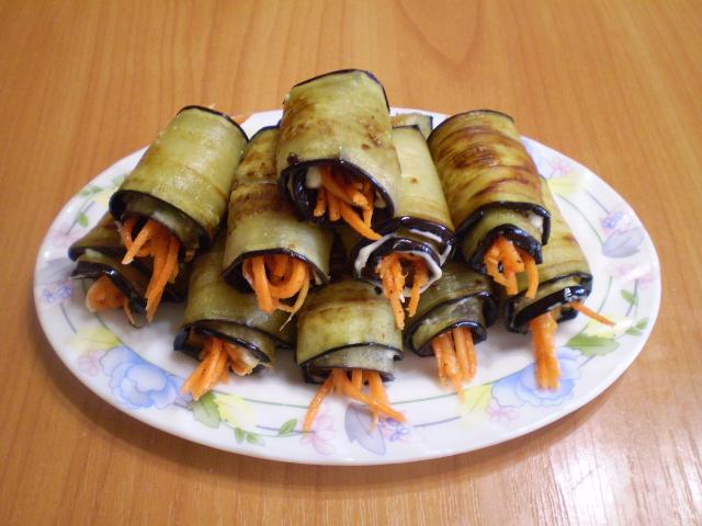 Рулетики из баклажанов с морковкой и чесноком