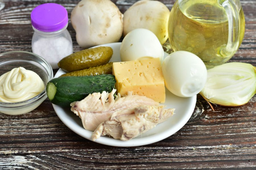 """Салат """"Гурман"""" с курицей и грибами"""