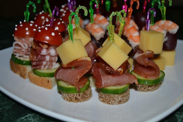 канапе на шпажках на день рождения рецепты с фото