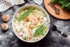 Салат с креветками, крабовыми палочками и пекинской капустой