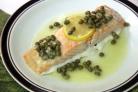 Запеченный лосось под соусом