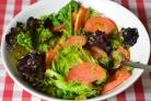 Салат с фисташками