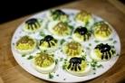 Фаршированные яйца-пауки на Хэллоуин