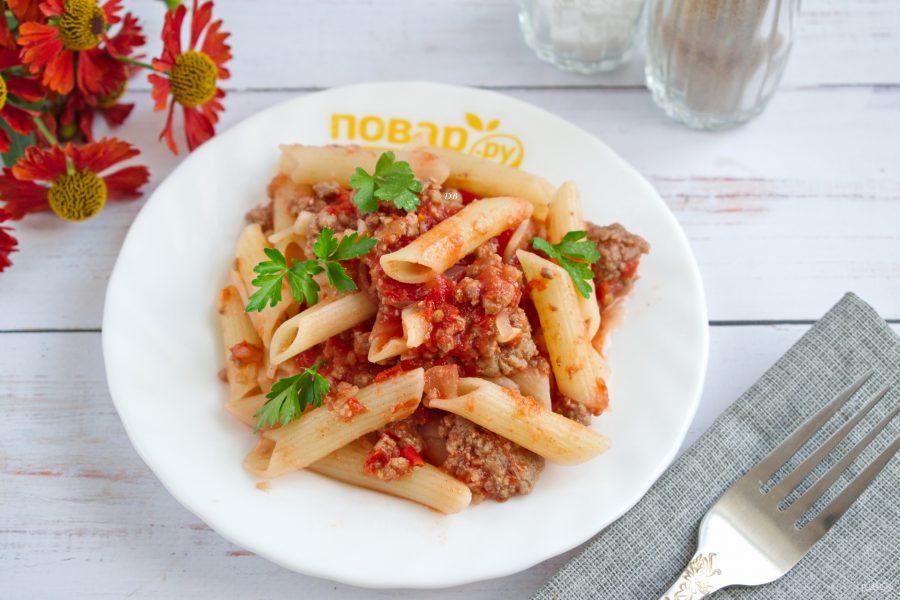 Макароны с острым мясным соусом