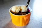 Десерт из миндаля и вишни