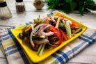 Салат с фасолью и морской капустой