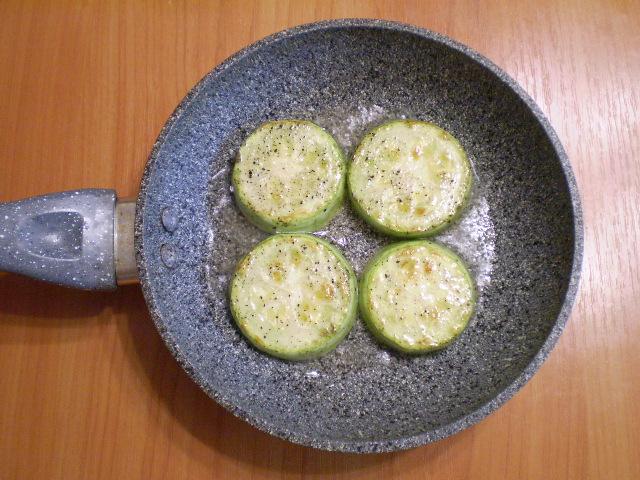 Жареные кабачки кружочками с чесноком