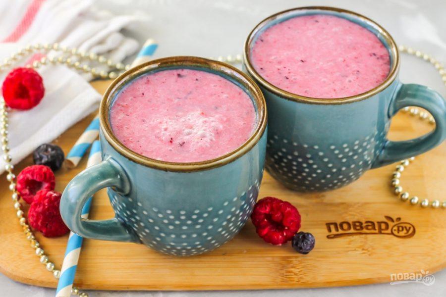Смузи с йогуртом и ягодами