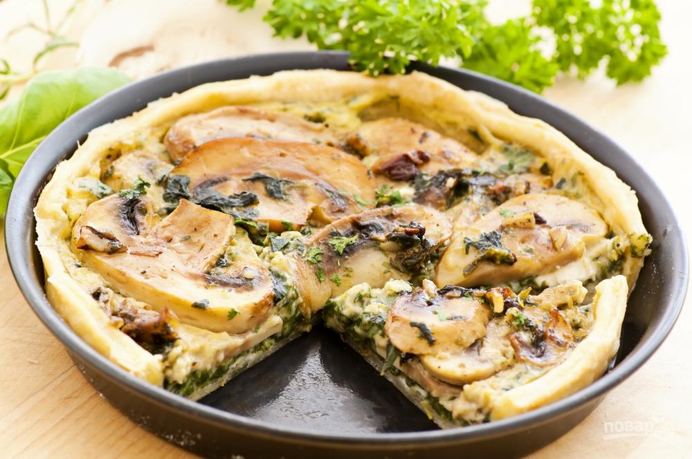 Открытый пирог с грибами и шпинатом