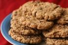 Овсяное печенье с шоколадом, вишней и орехами