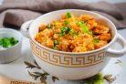 Рис с мясом и капустой в сковороде