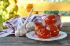 Маринованные помидоры в снегу