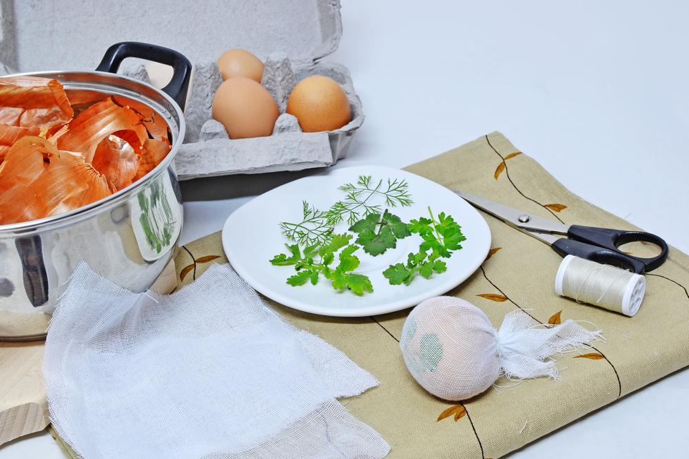 Окрашивание яиц луковой шелухой, шаг-1