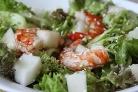 Салат с дыней и креветками