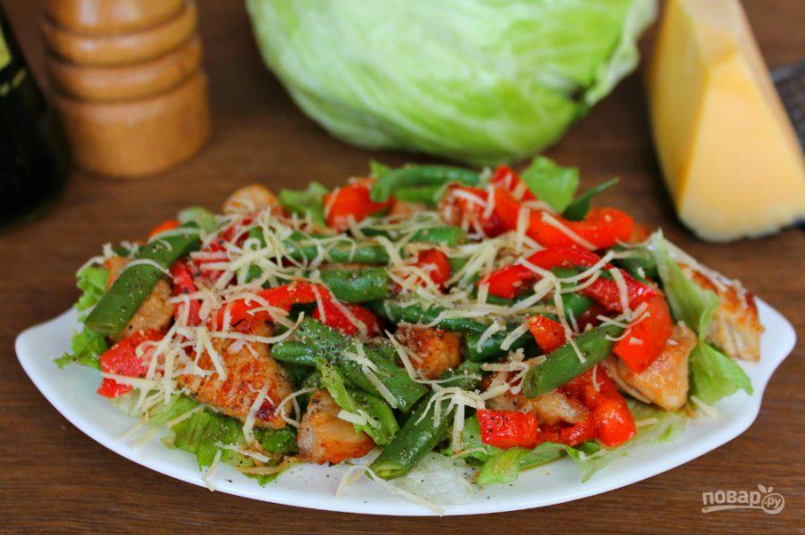 Теплый салат с овощами и филе индейки