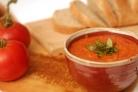 Итальянский томатный суп с хлебом