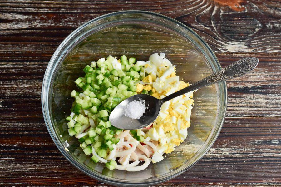 Салат с крабовым мясом и кальмарами