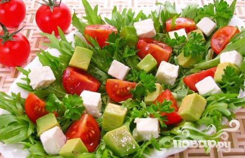 http://povar.ru/uploads/ec/69/28/e2/salat_s_avokado_pomidorami_i_fetoi-7065.jpg