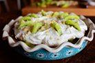 Пирог с киви и взбитыми сливками
