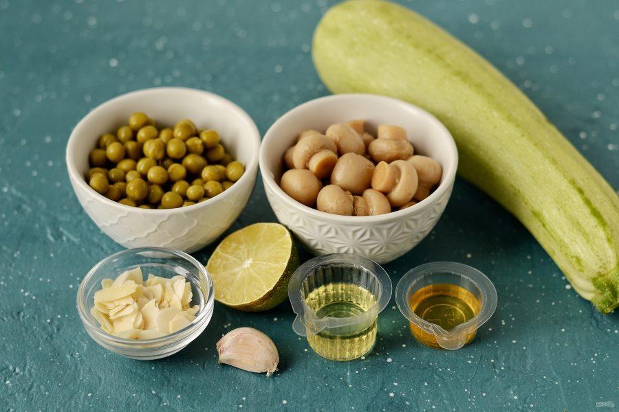 Салат из цукини, шампиньонов и зеленого горошка