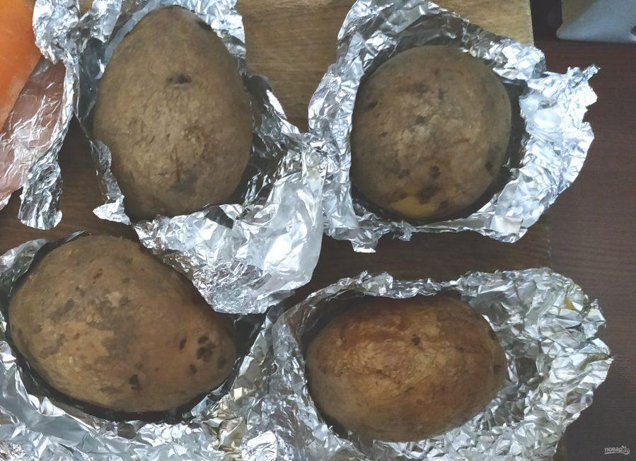 Салат с картошкой, курицей, грибами и сыром