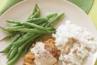 Жареный стейк с зеленой фасолью и рисом