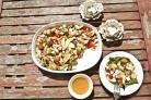 Салат с лососем и козьим сыром