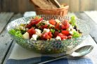Салат из свежих и грилованных овощей с сыром