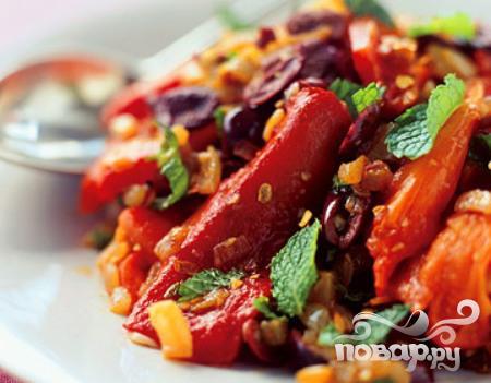 Жареный болгарский перец с маслинами и специями