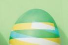 Полосатые крашеные яйца