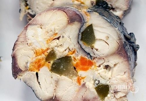 Рулет из скумбрии с овощами
