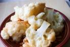 Цветная капуста в кляре - это практически сказочная каша из топора, когда из скудного набора ингредиентов на выходе...