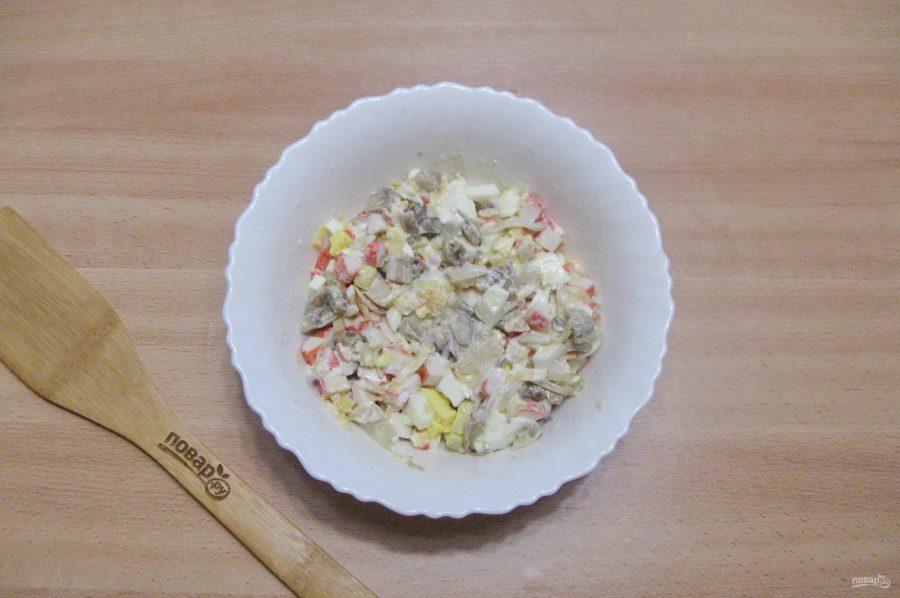 Салат из шампиньонов жареных