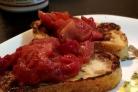 Французские тосты с яблоками и сливами