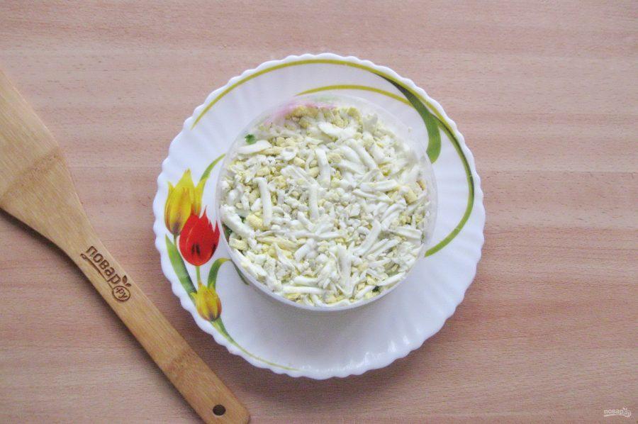 Слоеный салат с копченой горбушей