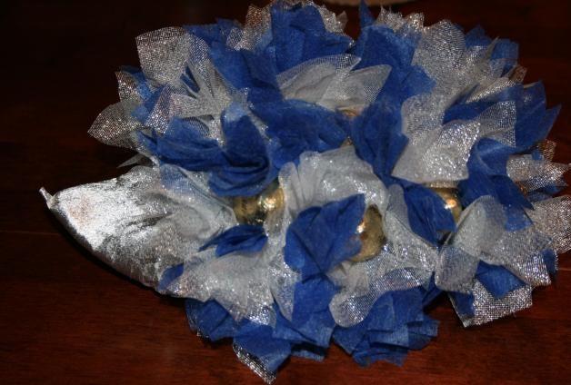 Ежик из конфет
