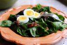 Яичный салат со шпинатом