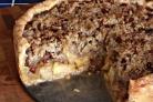 Пряный яблочный пирог с орехами