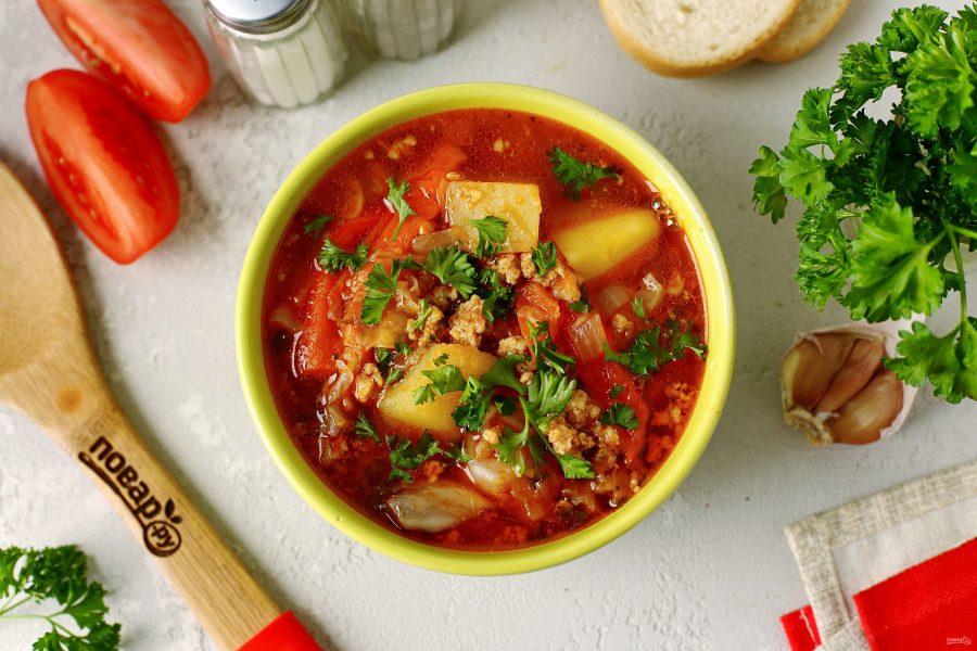 Томатный суп с овощами и фаршем