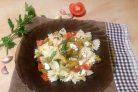 Салат с пастой, баклажанами и брынзой
