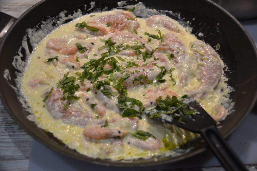 Фарфалле с креветками в сливочном соусе