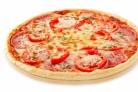 Пицца с перцем и колбасой