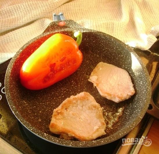 Салат с жареной свининой